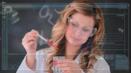 reageerbuisjes : Digital composite of a female Caucasian scientist mixing chemicals and a screen with labels, graphs and statistics