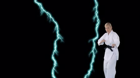 каратэ : Digital animation of a Caucasian female karate black belt doing stances on a black background with lightning