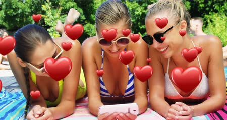 косички : Digital composite of three Caucasian female friends with a phone and smiling by the pool. Heart icons are seen moving in the foreground 4k Стоковые видеозаписи