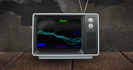 sintonizador : Digitally generated animation of old television placed on a wooden floor while screen shows different colors of static and waves 4k