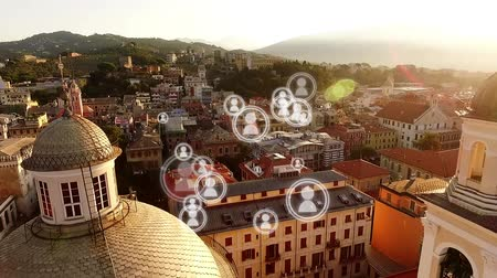 representação : Digital composite of a city in the morning with a series of people vector icons appearing on the screen.