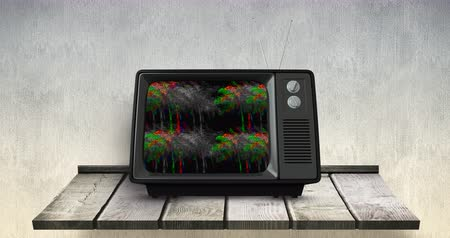 antena : Digital animation of vintage television on wooden table against grey background. The television has blurry images of palm trees on its screen. 4k Stock Footage
