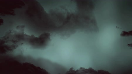 гром : Digital animation of a stormy night sky with lightning flashes behind dark clouds. Clouds slowly moves to the centre