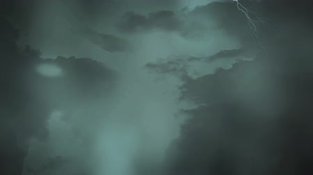 donder : Digital animation of the sky with dark clouds and lightning moving around