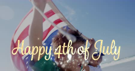 escrita : Digital composite of Caucasian children running by the beach while holding American flag and gold Happy 4th of July greeting appears in the foreground. 4k