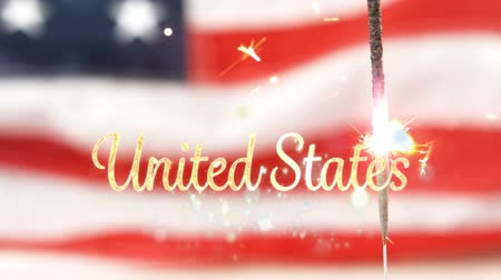 národní vlajka : Digital animation of gold United States text with bokeh lights and an American flag behind a lighted sparkle flickering in the background for fourth of July. Dostupné videozáznamy