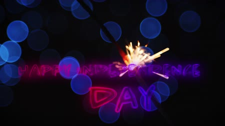 escrito : Digital animation of a Independence Day text in red and blue gradient while a lighted sparkle flickers with blue bokeh lights in the dark background for fourth of July.