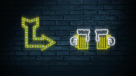 cin cin : Animation of neon sign showing arrow and chinking beer glasses on dark brick wall Filmati Stock