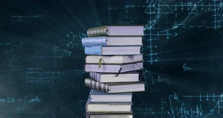 vzorec : Digital animation of a pile of books while mathematical equations and graphs move in the screen against a dark background Dostupné videozáznamy