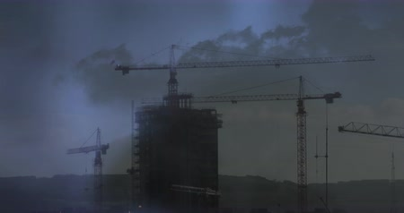 marcante : Digital animation of cranes moving on top of a building and a background of the sky with lightning in the clouds