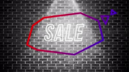 угловой : Animation of the word Sale appearing in an angular red and purple thought bubble in a shaft of light on a black and white brick wall background Стоковые видеозаписи
