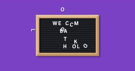 obdélníkový : Animation of the words Welcome Back To School formed in white letters on a rectangular black letter board with wooden frame on a purple background 4k