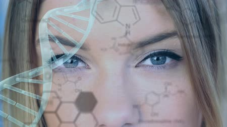 strukturální : Animation of a turning 3d strand of DNA over a close up of the face of a young Caucasian woman in the background, with structural formula of chemical compound moving over her face in the foreground