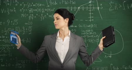 matemático : Animation of a young Caucasian woman holding a calculator and notebook, looking around and smiling to camera. Behind her is a green chalkboard with moving mathematical graphs and formulae written in chalk