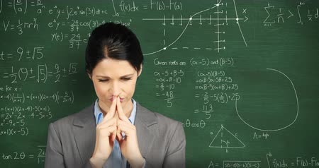 matemático : Animation of a young concentrating Caucasian woman in front of a green chalkboard with moving mathematical calculations written in chalk Stock Footage