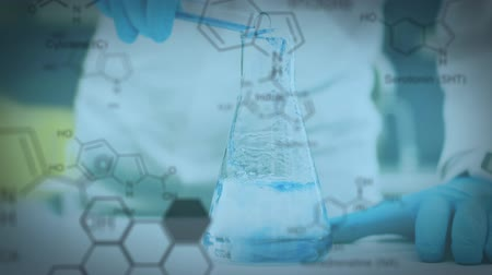 ビーカー : Animation of a person pouring liquid from a test tube into a laboratory beaker, with data and structural formula of chemical compounds on a blue background