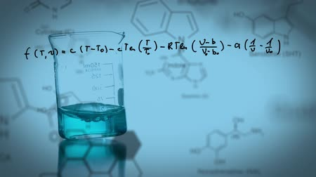 vzorec : Animation of a laboratory beaker being filled with coloured chemical liquid, with handwritten formula, data and structural formula of chemical compounds on a blue background
