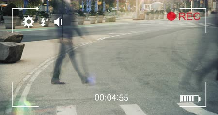 načasování : Animation of commuters crossing a street in fast motion and cityscape, seen on a screen of a digital camera in record mode with icons and timer 4k