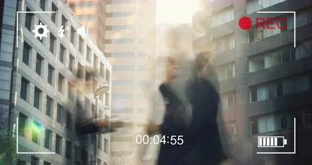 načasování : Animation of buildings and commuters walking in fast motion, seen on a screen of a digital camera in record mode with icons and timer 4k