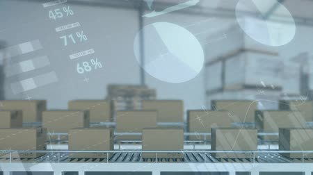 bureau de poste : Animation of rows of cardboard boxes moving on conveyor belts with graphs and charts moving in the background Vidéos Libres De Droits