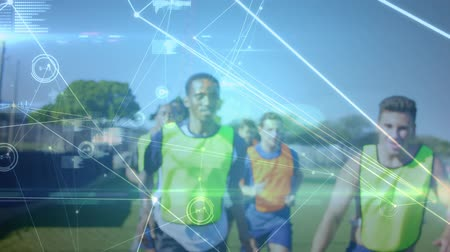 trabalhar fora : Animation of a network of connections, data processing and analytics with a group of sportsmen training in a sports field in the background Vídeos