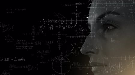 biologia : Animation of close up of face of a woman over scientific mathematical formulae hand written on black background. Medicine neurology and global science concept digital composite. Coronavirus Covid19 testing