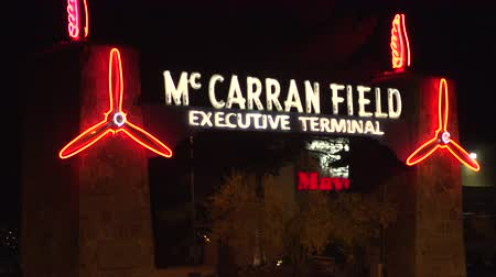 local de nascimento : 4K ES: Now the Executive Terminal servicing executive, celebrity, and high roller travelers, McCarran Field is the birthplace of commercial aviation serving tourism to the Las Vegas valley. Circa - 2016