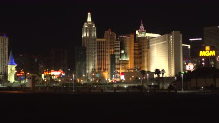 mandalay bay : 4K ES: Low income housing rests in the shadows of mega luxury resorts hotels and casinos on the Las Vegas Strip. Circa 2016 Stock Footage