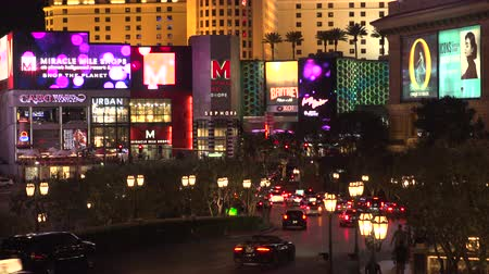 fãs : 4K ES: The Las Vegas Strip skyline features luxury resorts, hotels, and casinos at The Miracle Mile shopping district. Circa 2016 Filmed using Sony FS-5 w Zeiss 28mm prime lens at 4K UHD native resolutions. Stock Footage