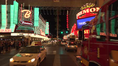 fãs : 4K ES: Traffic Passes Binions Casino and the Fremont Hotel on Fremont Street Las Vegas. Circa 2016 - Sony FS5 4k UHD 30p Native Resolution Stock Footage