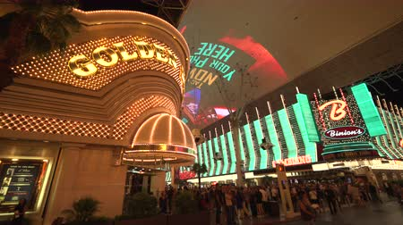 fãs : 4K ES: Binons Casino and The Golden Nugget on Fremont Street Las Vegas. Circa 2016 - Sony FS5 4k UHD 30p Native Resolution