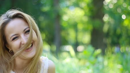 беление : Portrait of attractive laughing woman in park. Outdoors