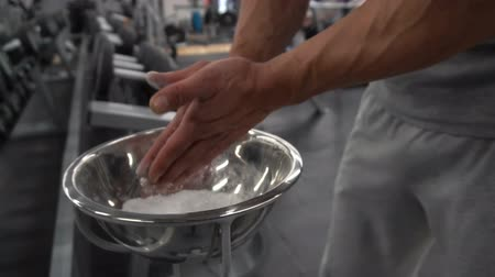 talc : Fit man chalking his hands in gym in slow motion