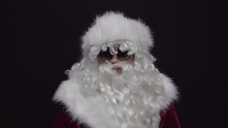 emin : Yes, Santa Claus Accepting Offer, Agree. Black background Stok Video