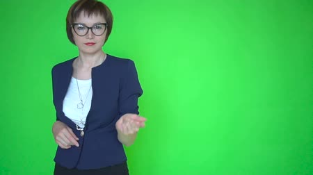 строгий : Young business woman or teacher in business clothes and wearing glasses, chroma key green screen background