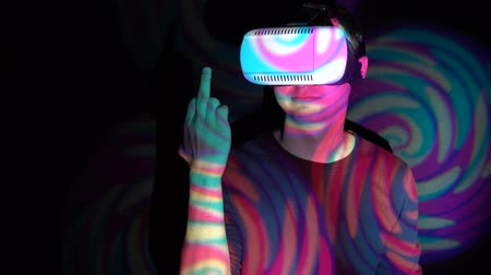 transação : Angry young man in virtual reality headset making obscene hand gesture by showing middle finger