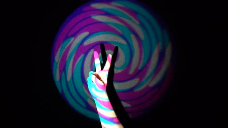 sério : The human hand showing victory sign on background of colorful tunnel flythrough loop