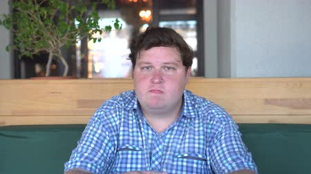 otuzlu yıllar : Fat man saying no with his head in cafe or restaurant