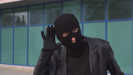 bandido : Criminal man thief or robber in mask overhears secrets.