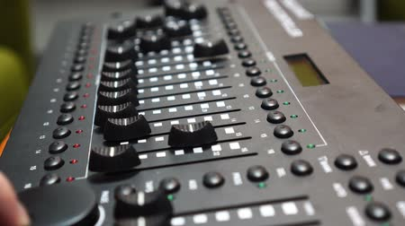 amplificador : Male hand using mixing console, Sound recording studio mixing desk with engineer or music producer
