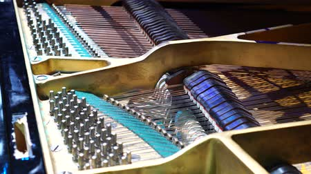 percussão : Inside of a piano. Close-up view of hammers and strings inside the piano. Musical instruments.