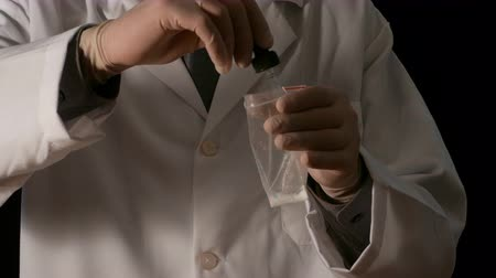 seçkinler : Scientific police testing cocaine in a Lab, illegal drugs, Judicial police Stok Video