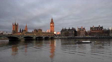 Бен : London.The Big Ben and Westminster Bridge at sunset, England.