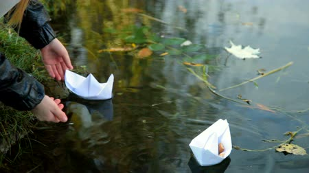 бумага : Little girl playing  paper boat