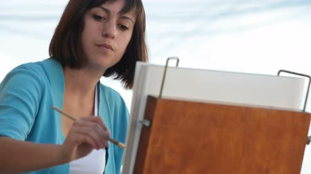 ilustração e pintura : artist drawing in watercolor Stock Footage