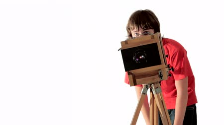 fotografando : Funny teenage boy with vintage photo camera