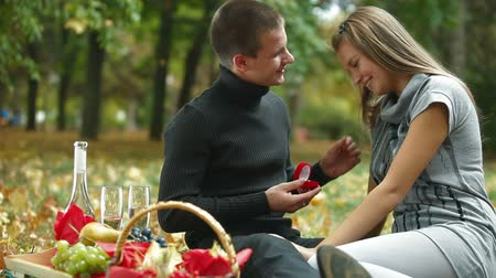 öneri : Proposal of marriage or just a gift for the holiday