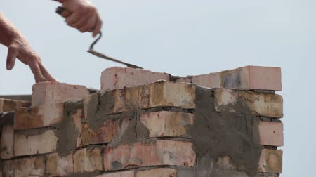 blokkok : Bricklayer at work Stock mozgókép
