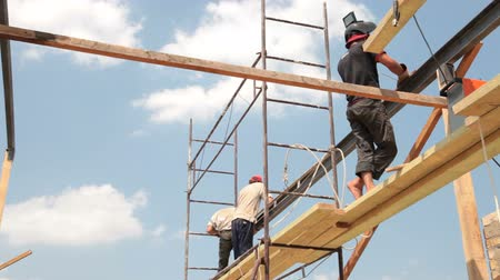 stavitel : Roofing works - builders on scaffolds