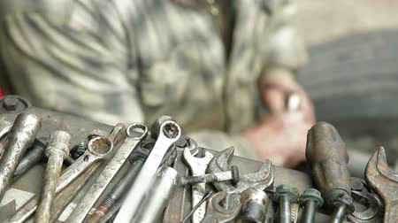 szerelő : Auto Mechanic Works With Wrench